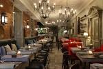 Столы для гостевого зала ресторана или кафе