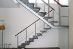 Отделка металлической лестницы