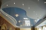 Натяжной потолок с разноцветными уровнями