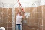 Покраска потолка в ванной