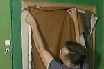 Поврежденная обивка дверей может быть восстановлена