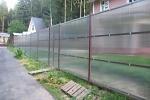 прозрачный забор из поликарбоната для дачи
