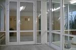 Установка дверей из алюминиевого профиля