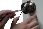 Захлопнули дверь квартиры, а ключи остались внутри. Как быть?